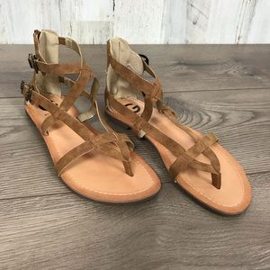 Guess   Egyptian Style Tan Sandals Size 7
